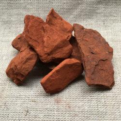 Roter marokkanischer Ocker in Stücken